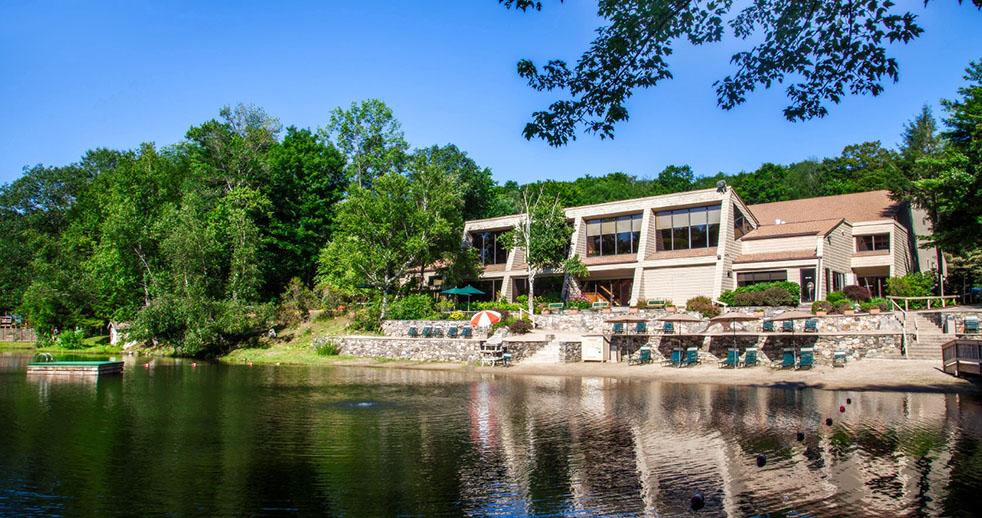 Tour Lakeridge Resort Community In Connecticut